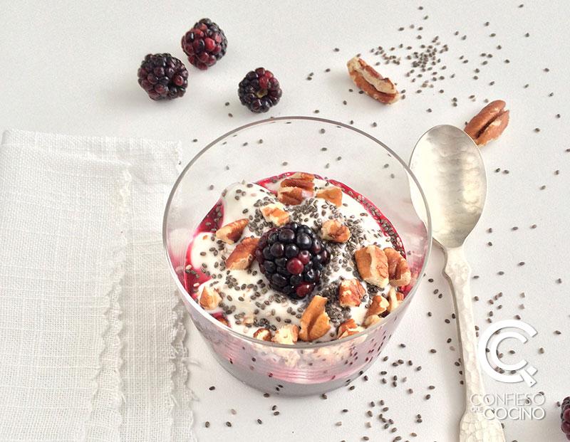 Yogur Griego + Mermelada + Nueces + Chía
