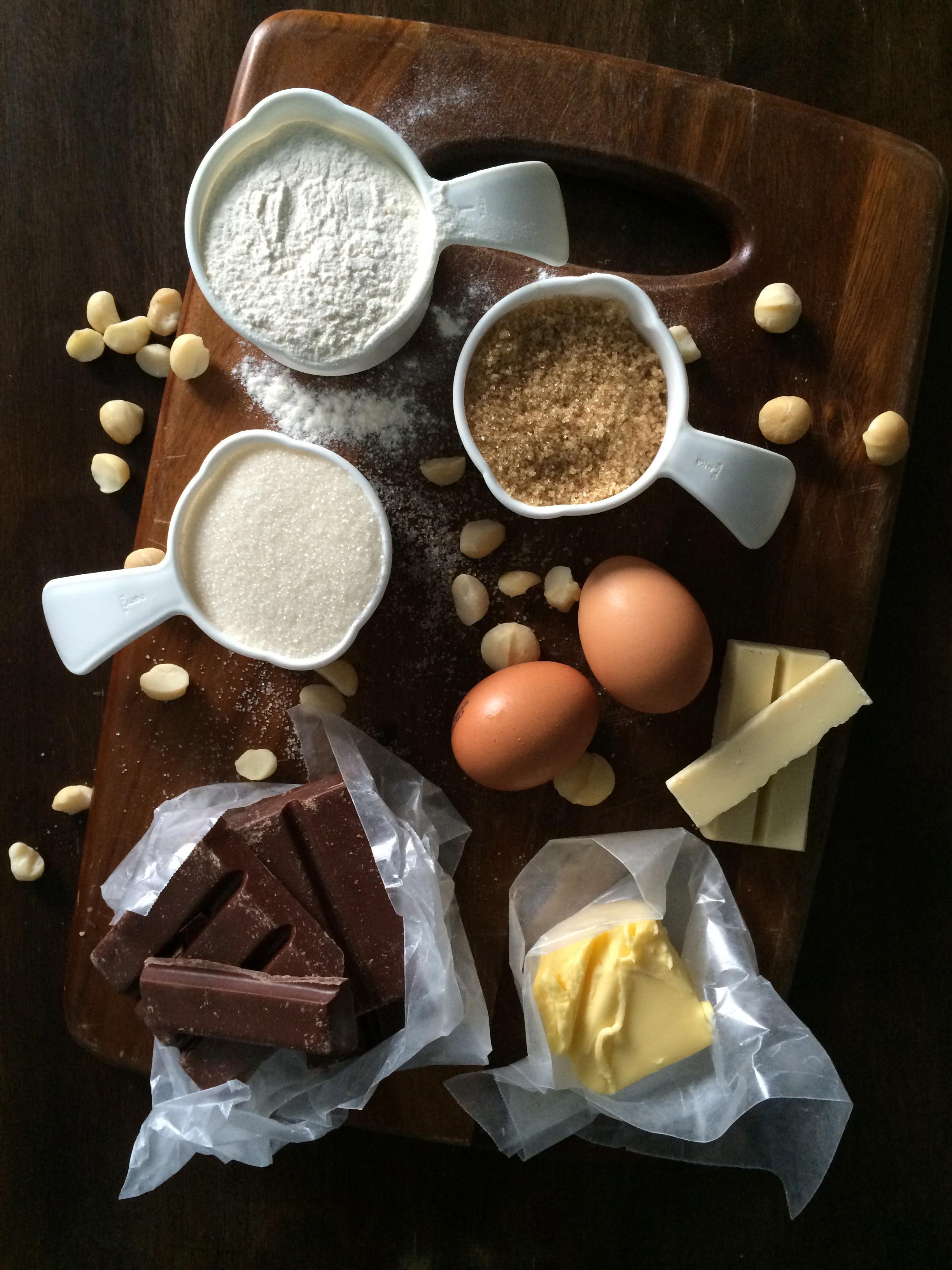 Negritos (brownies) con macadamia y chocolate blanco