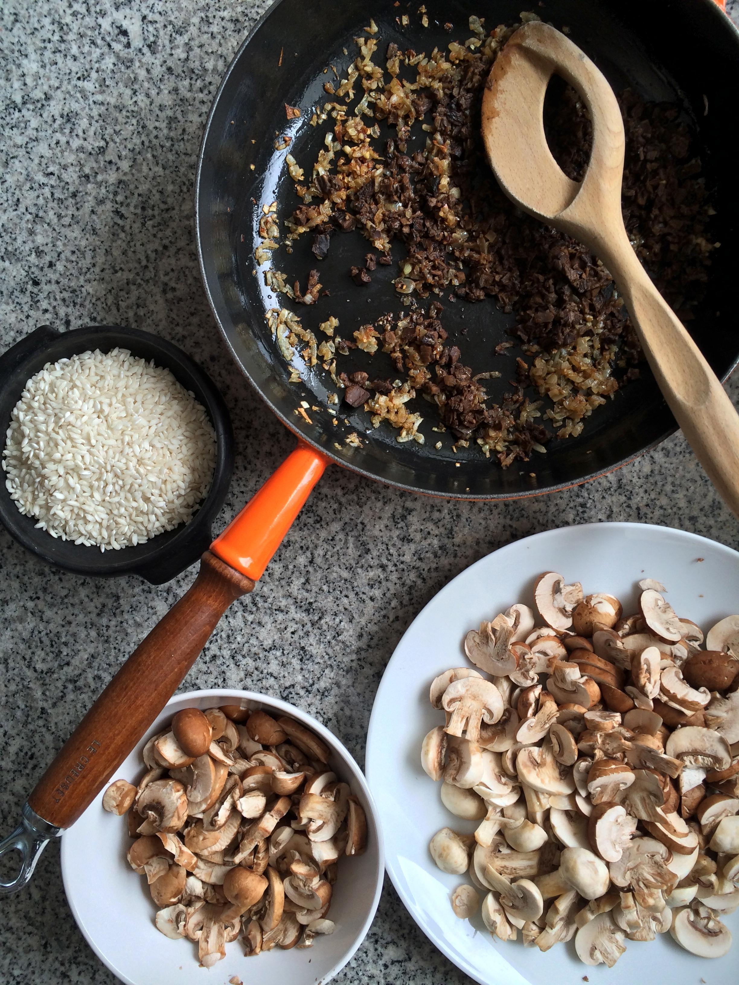 risotto de hongos (hongos secos, champiñones y portobello)