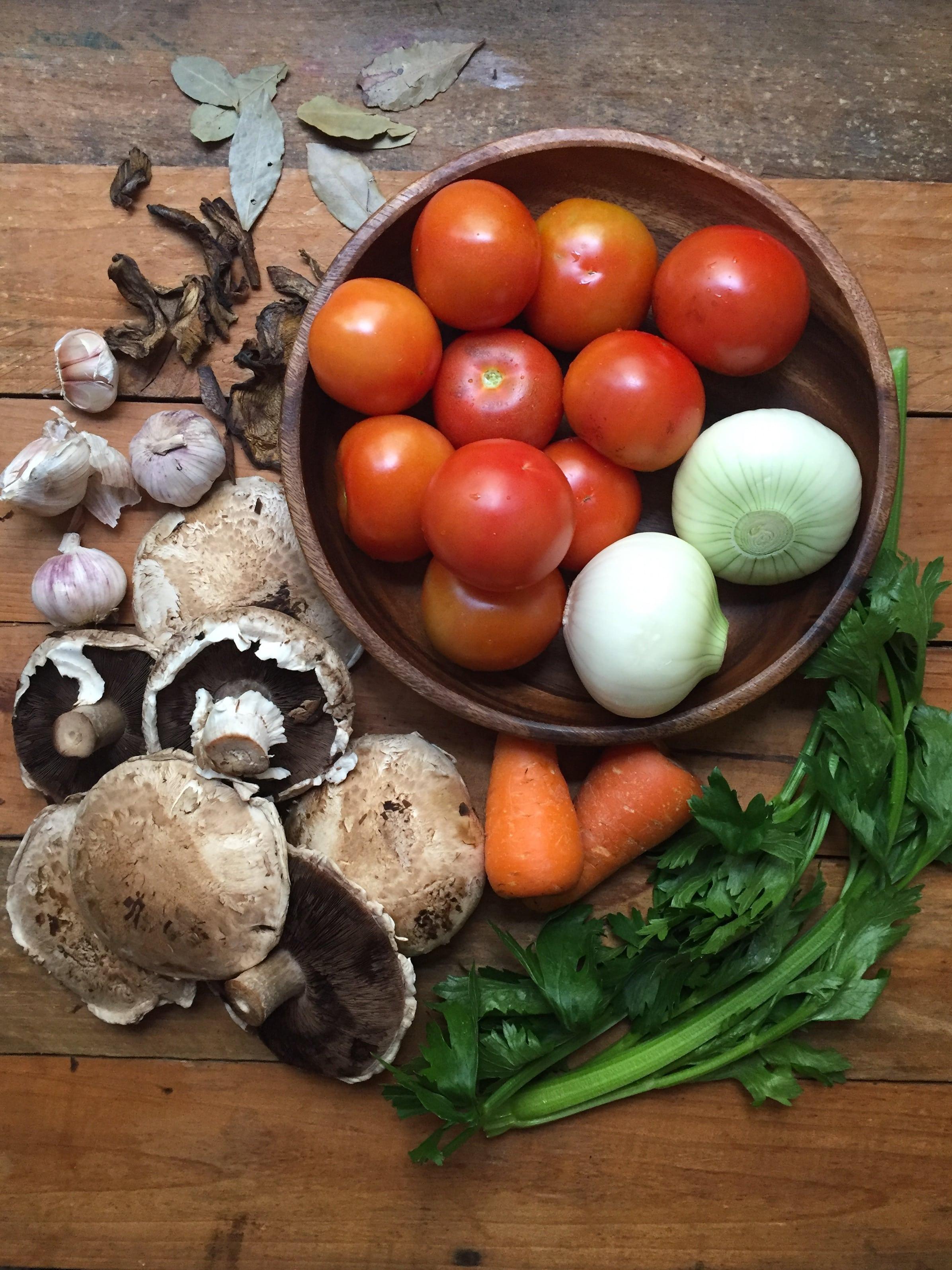 salsa de tomate con hongos