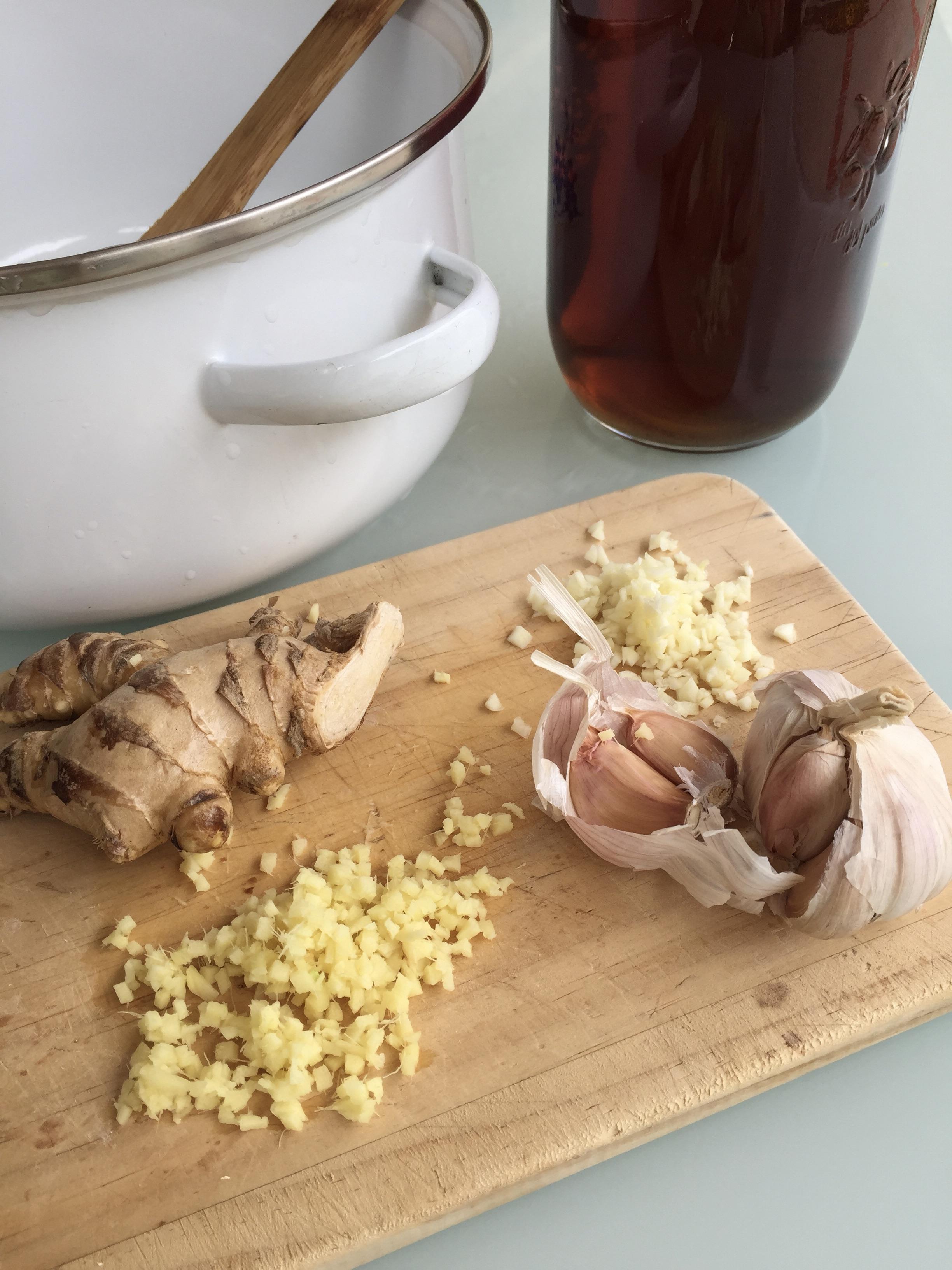 sopa de camarones y fideos estilo oriental