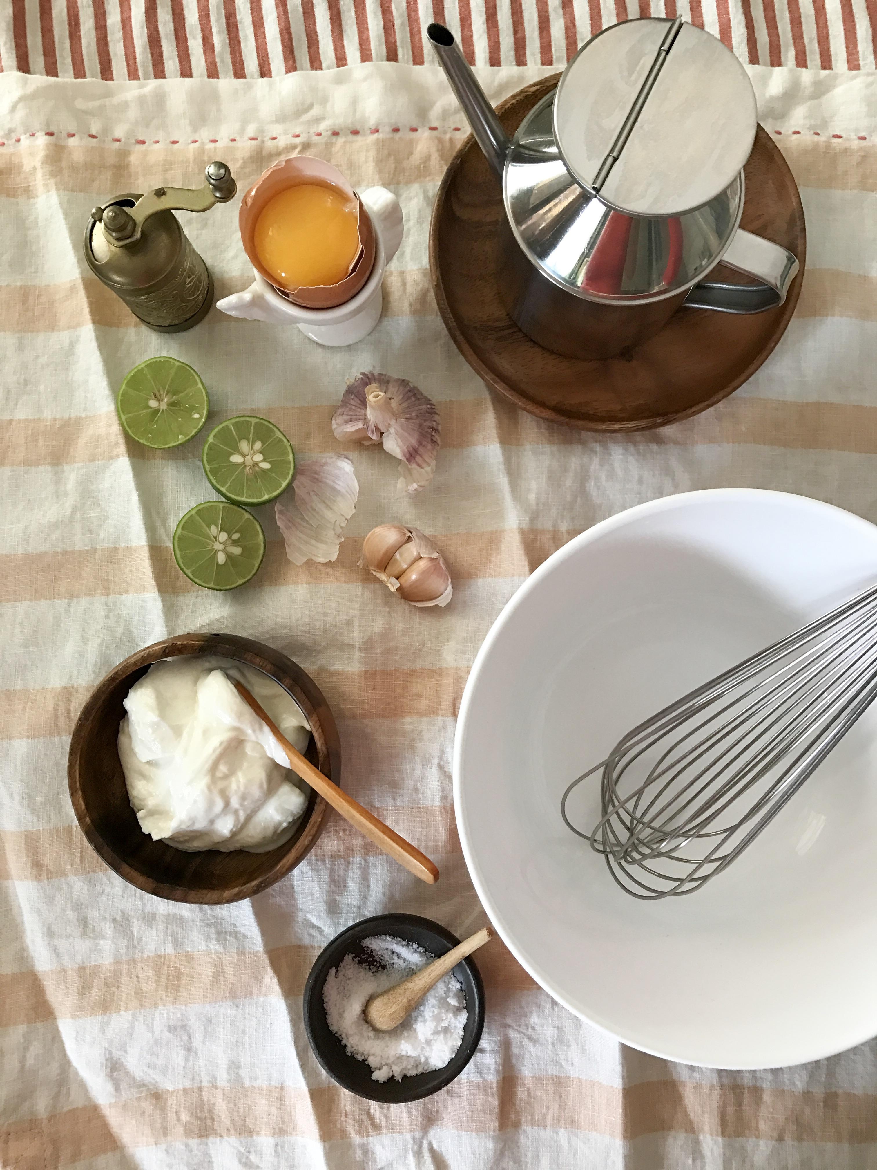 ensalada de habichuelas con alioli de yogur