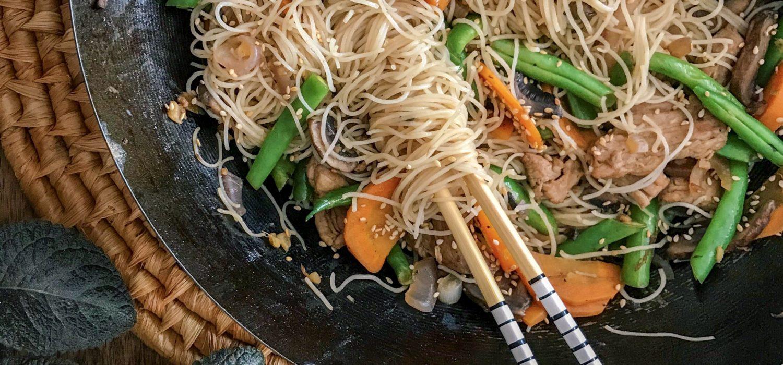 cerdo salteado con vegetales al wok