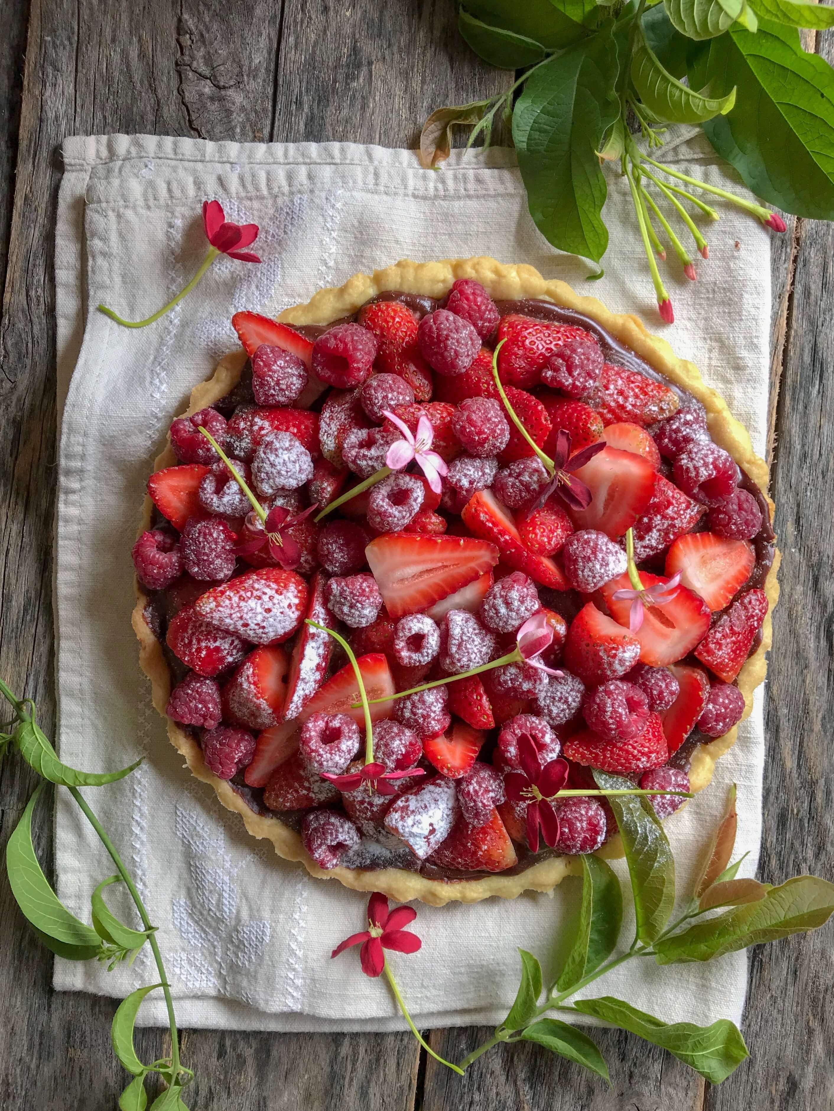 tarta de ganache de chocolate y frutos rojos