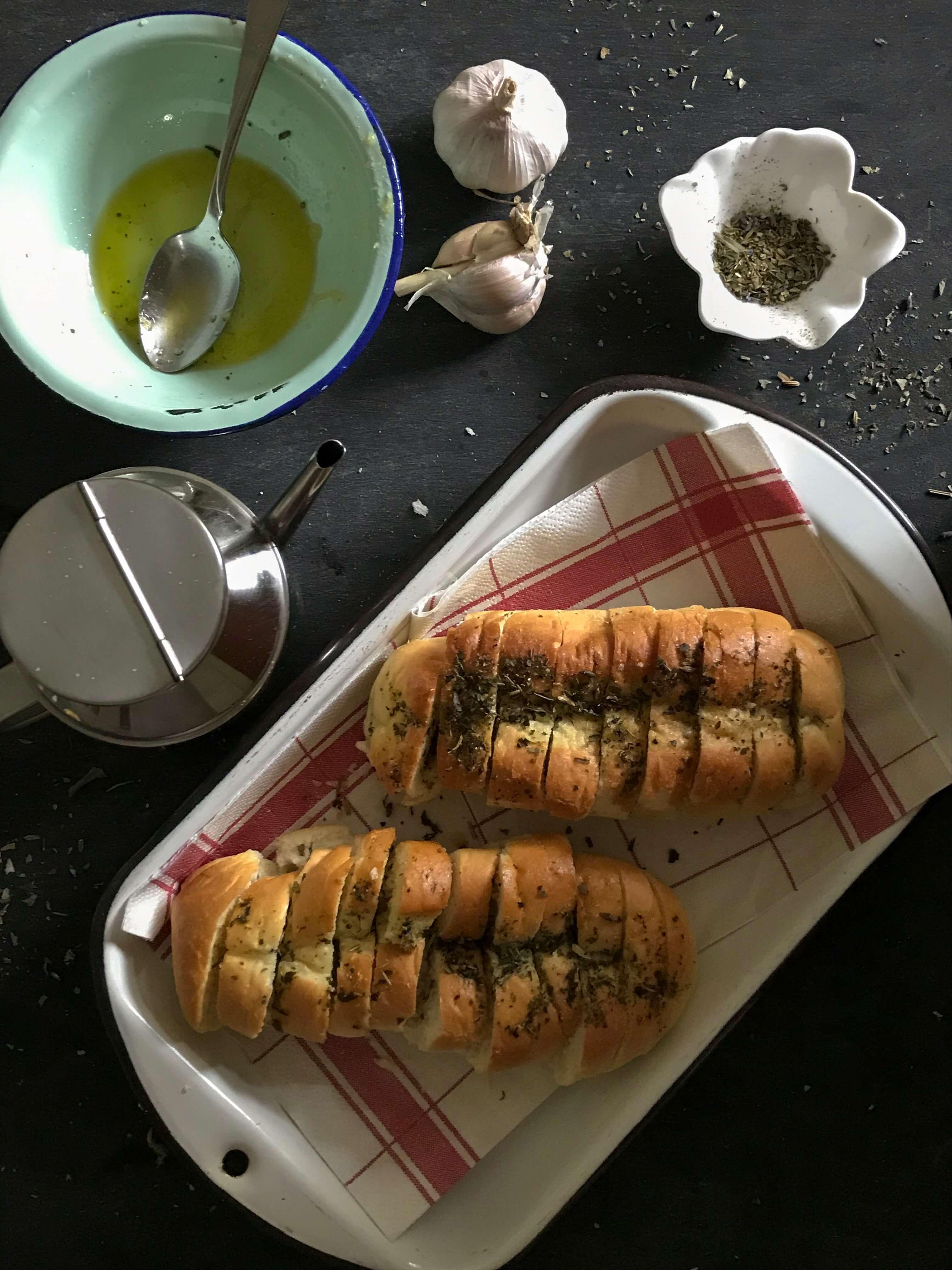 pan de ajo y hierbas provenzales
