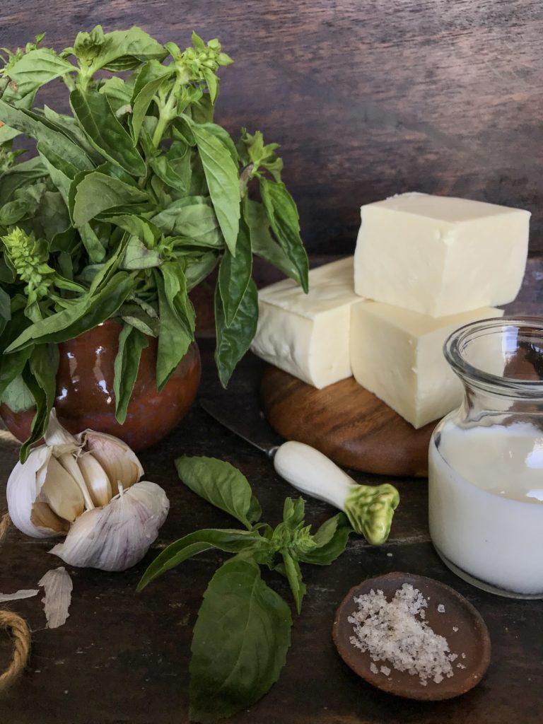 salsa de queso y albahaca