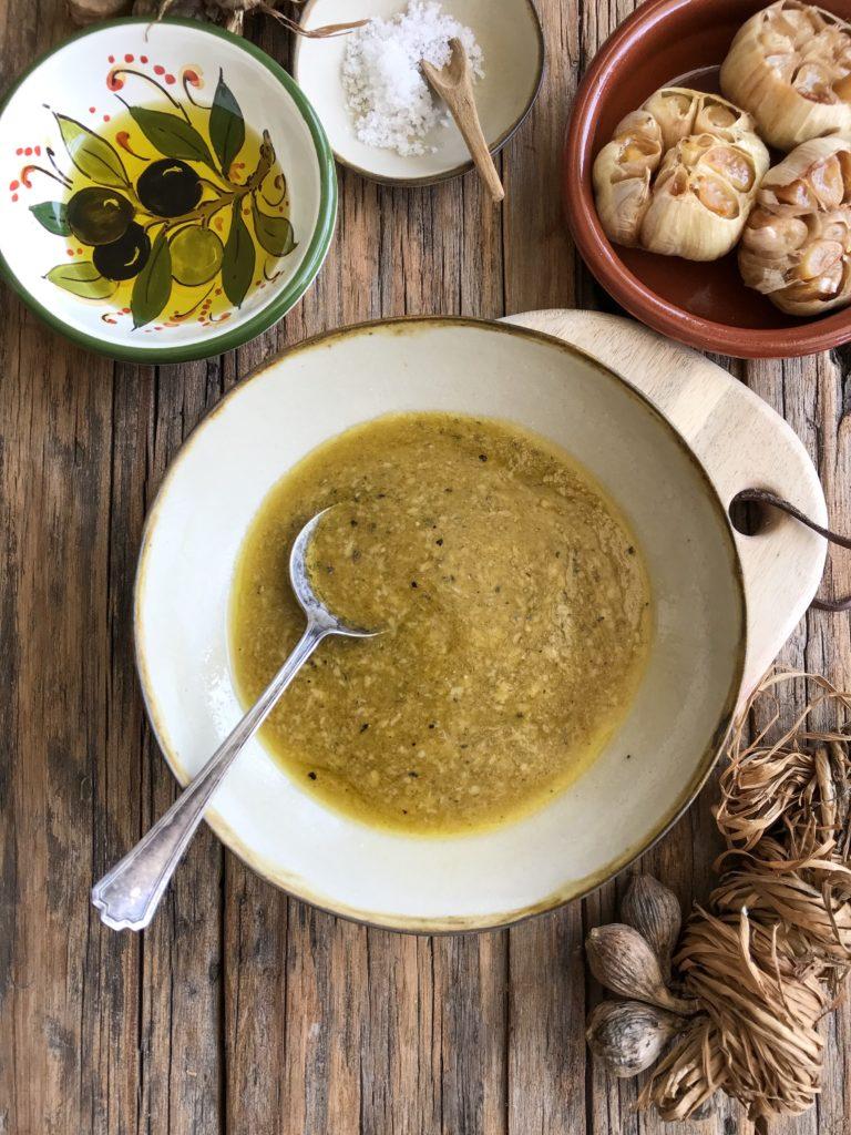 salsa de ajo asado y hierbas