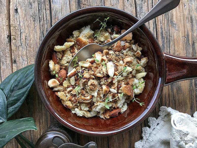 Pangrattato, aderezo crocante de pan, ajo y frutos secos